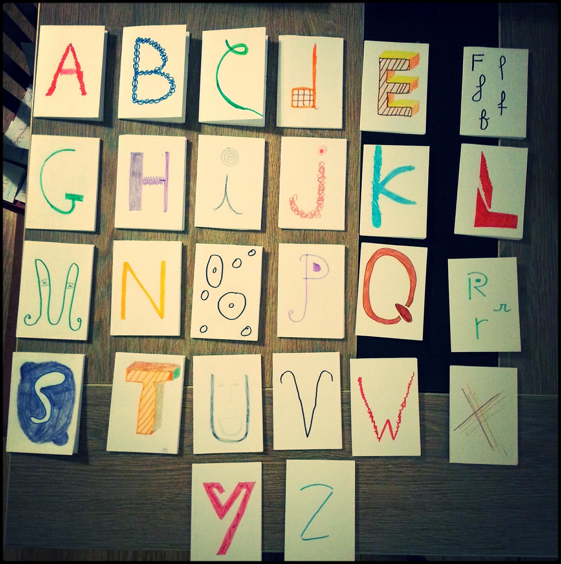 Chaque petit livret représente une lettre et contient l'explication.